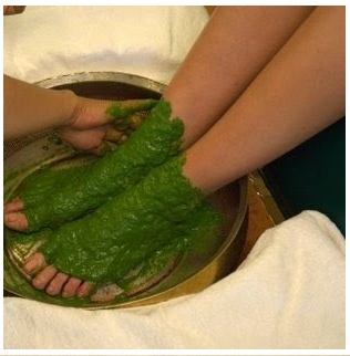 phoca_thumb_l_herbal-paste-application